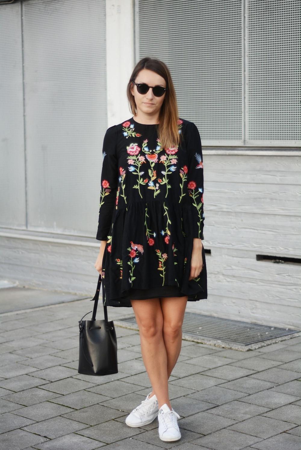 10 cool schwarzes kleid mit blumen stylish - abendkleid