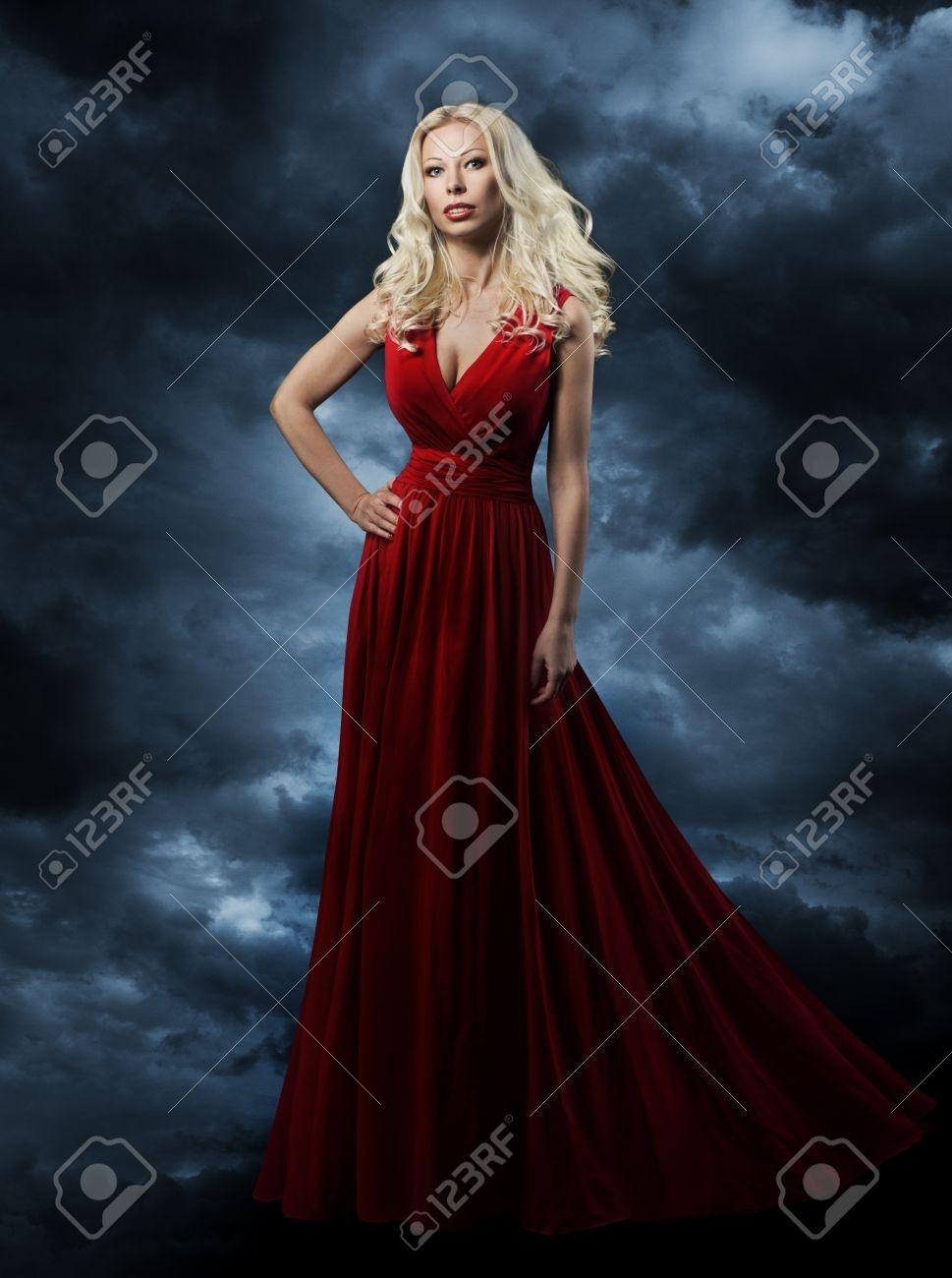 Abend Ausgezeichnet Frau Im Abendkleid Spezialgebiet10 Schön Frau Im Abendkleid Design