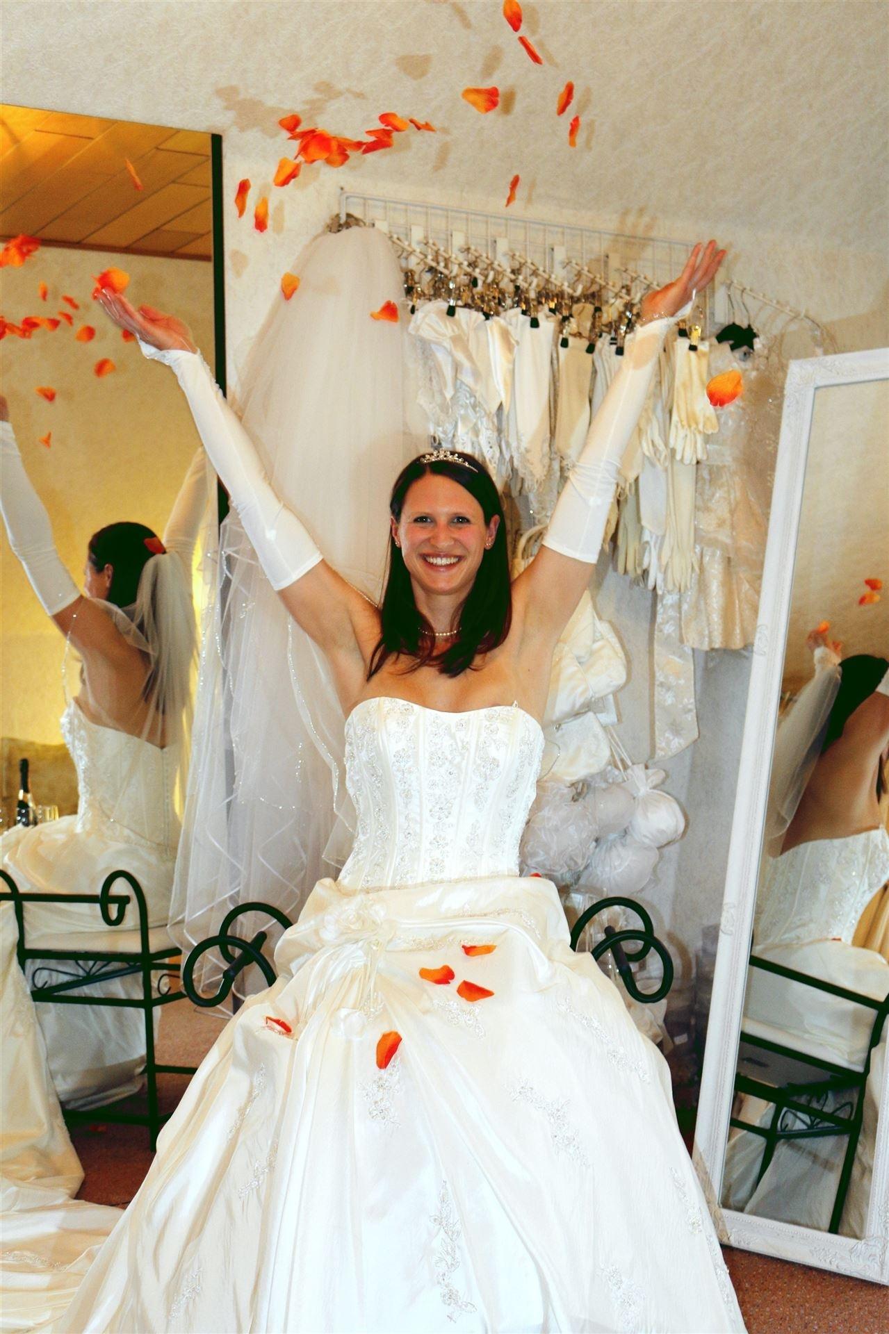Formal Spektakulär Brautkleid Mieten SpezialgebietDesigner Wunderbar Brautkleid Mieten Ärmel