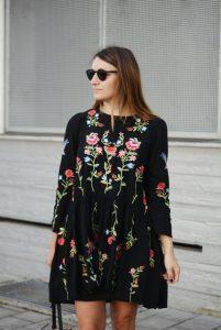 Designer Einfach Kleid Schwarz Mit Blumen Bester Preis10 Genial Kleid Schwarz Mit Blumen Spezialgebiet