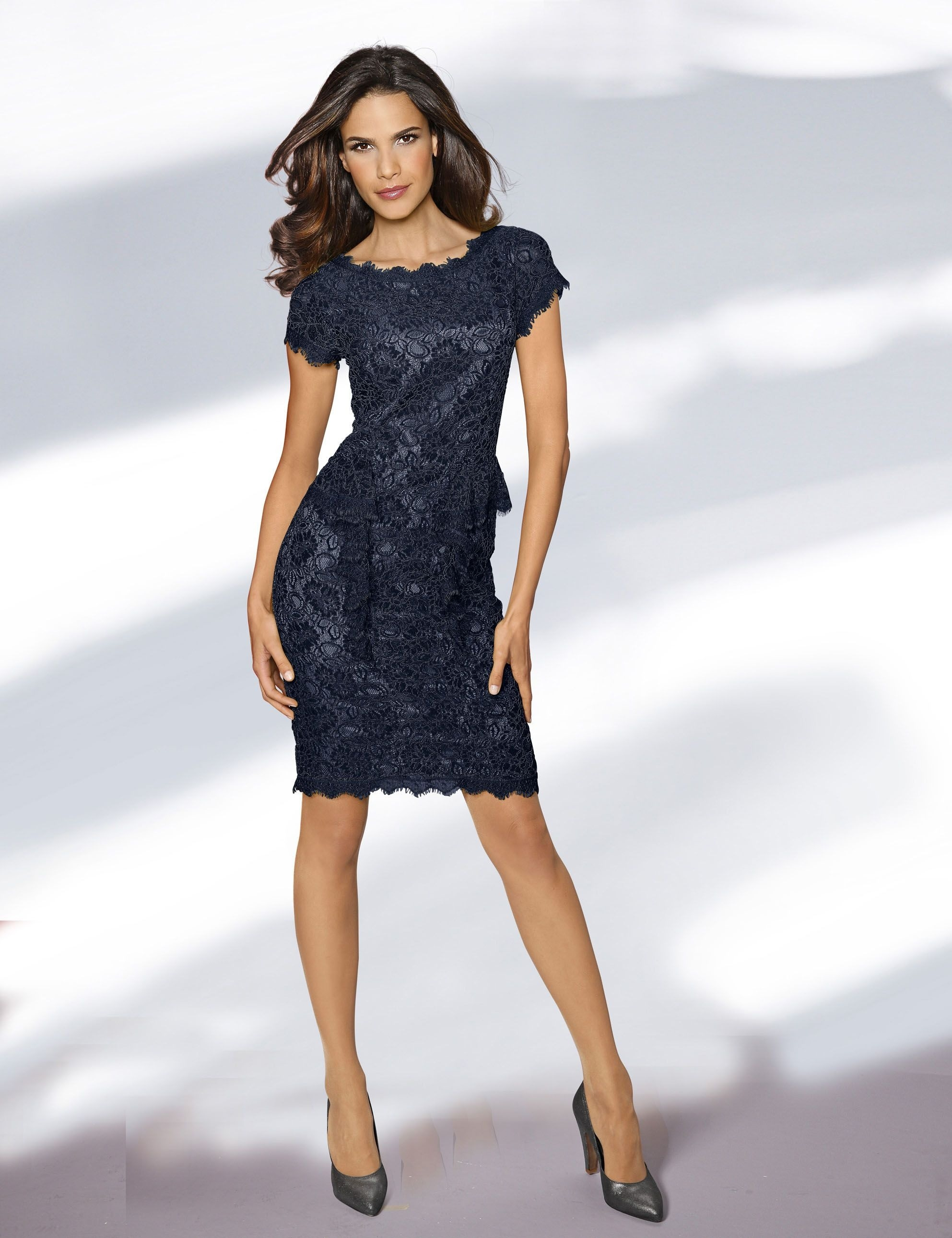 Formal Schön Dunkelblaues Kleid Spitze Bester PreisAbend Schön Dunkelblaues Kleid Spitze Ärmel