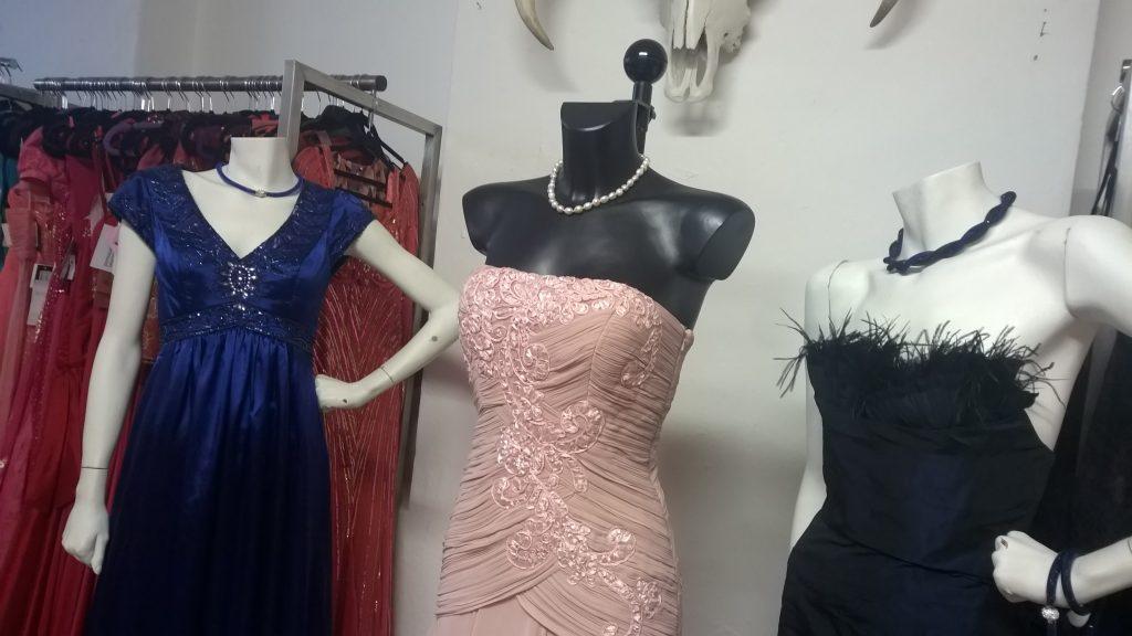 brand new cf70a a3ff0 Schön Abendkleider Laden Boutique - Abendkleid
