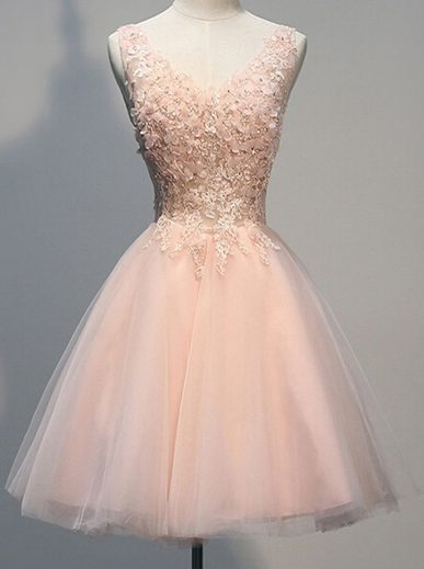 designer-luxurius-kleid-rosa-kurz-stylish