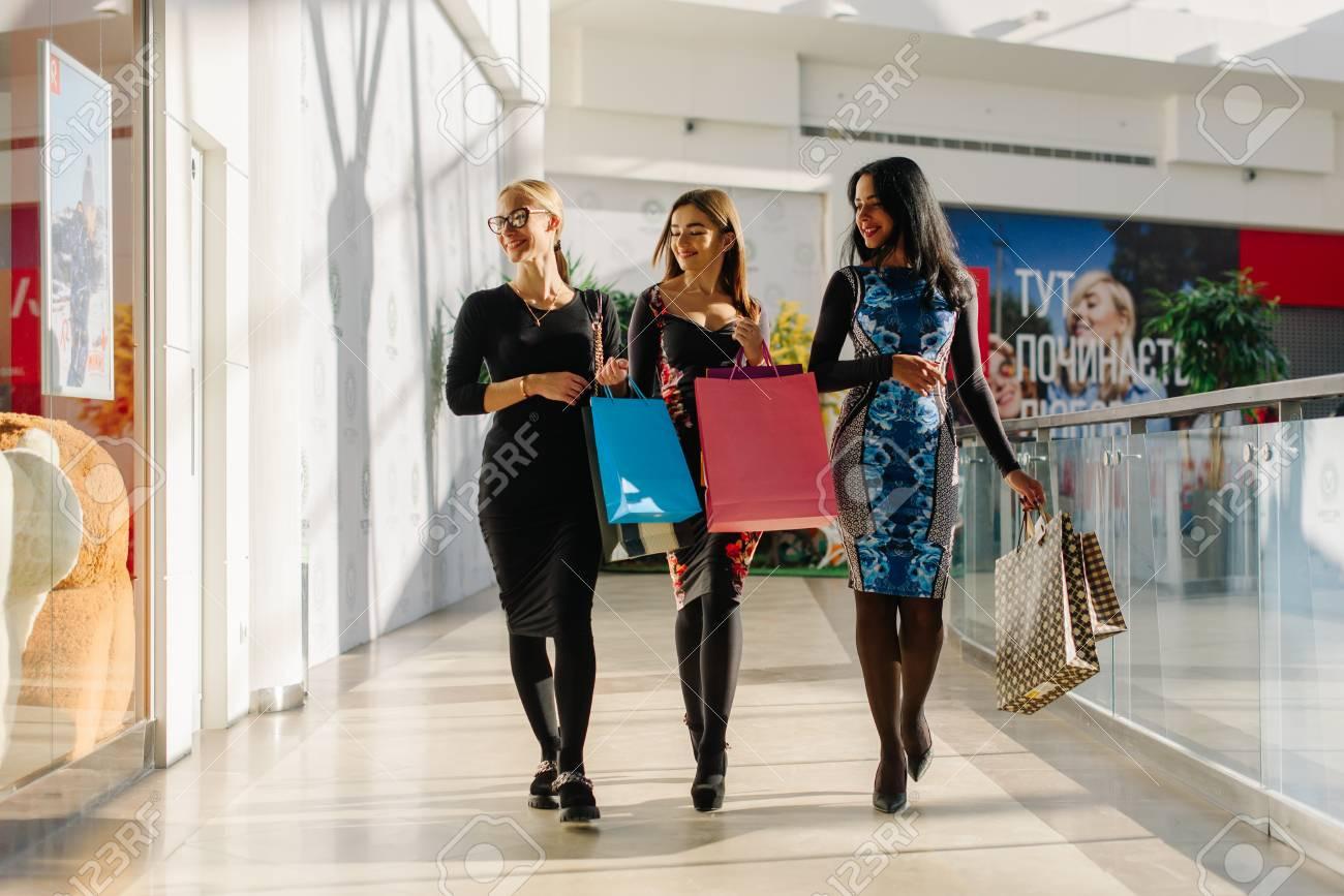 Designer Coolste Kleider Einkaufen VertriebDesigner Luxus Kleider Einkaufen Ärmel