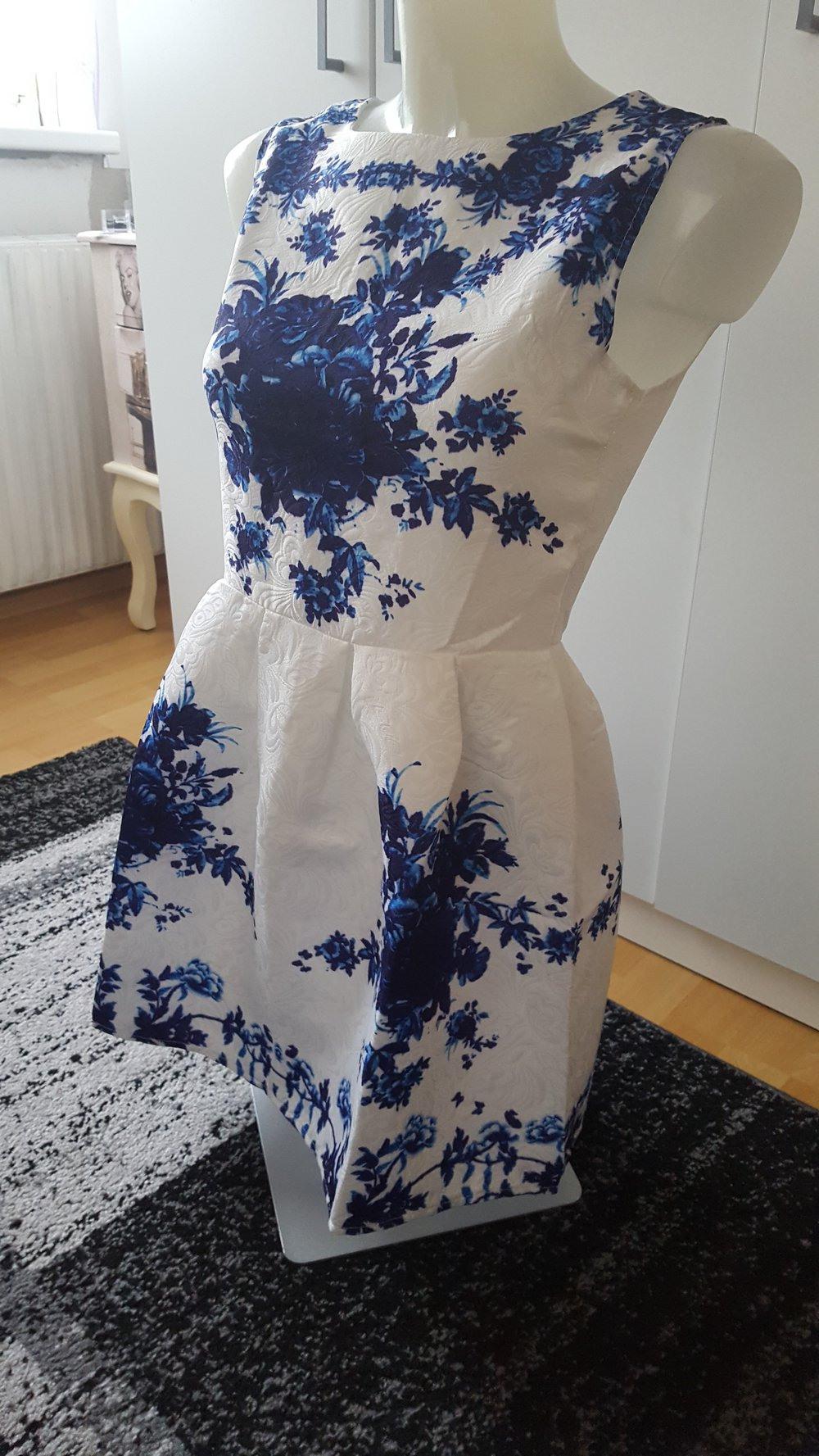 15 Top Weißes Kleid Mit Blauen Blumen Spezialgebiet - Abendkleid