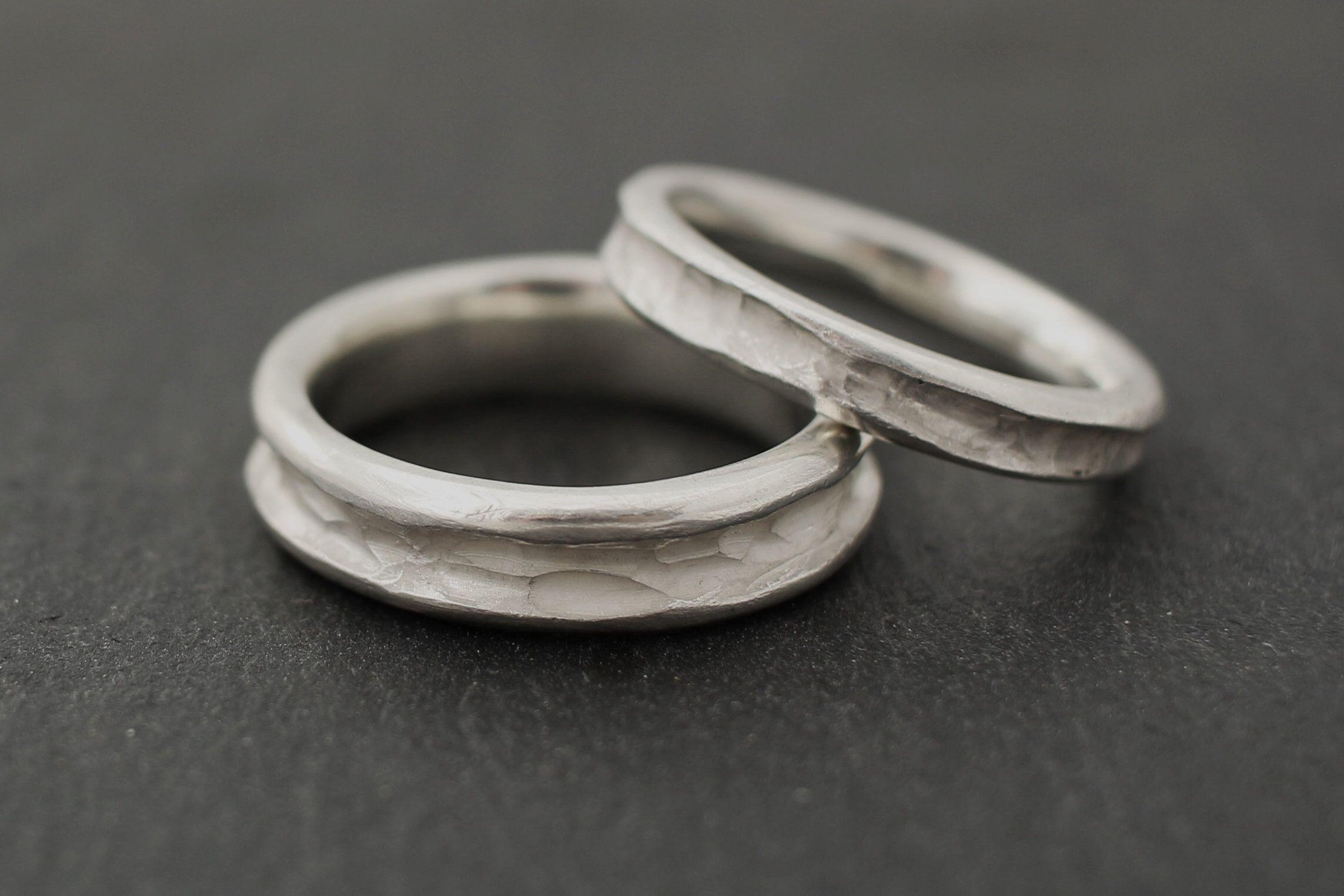 Aussergewöhnliche Eheringe Schlicht Organisch Silber