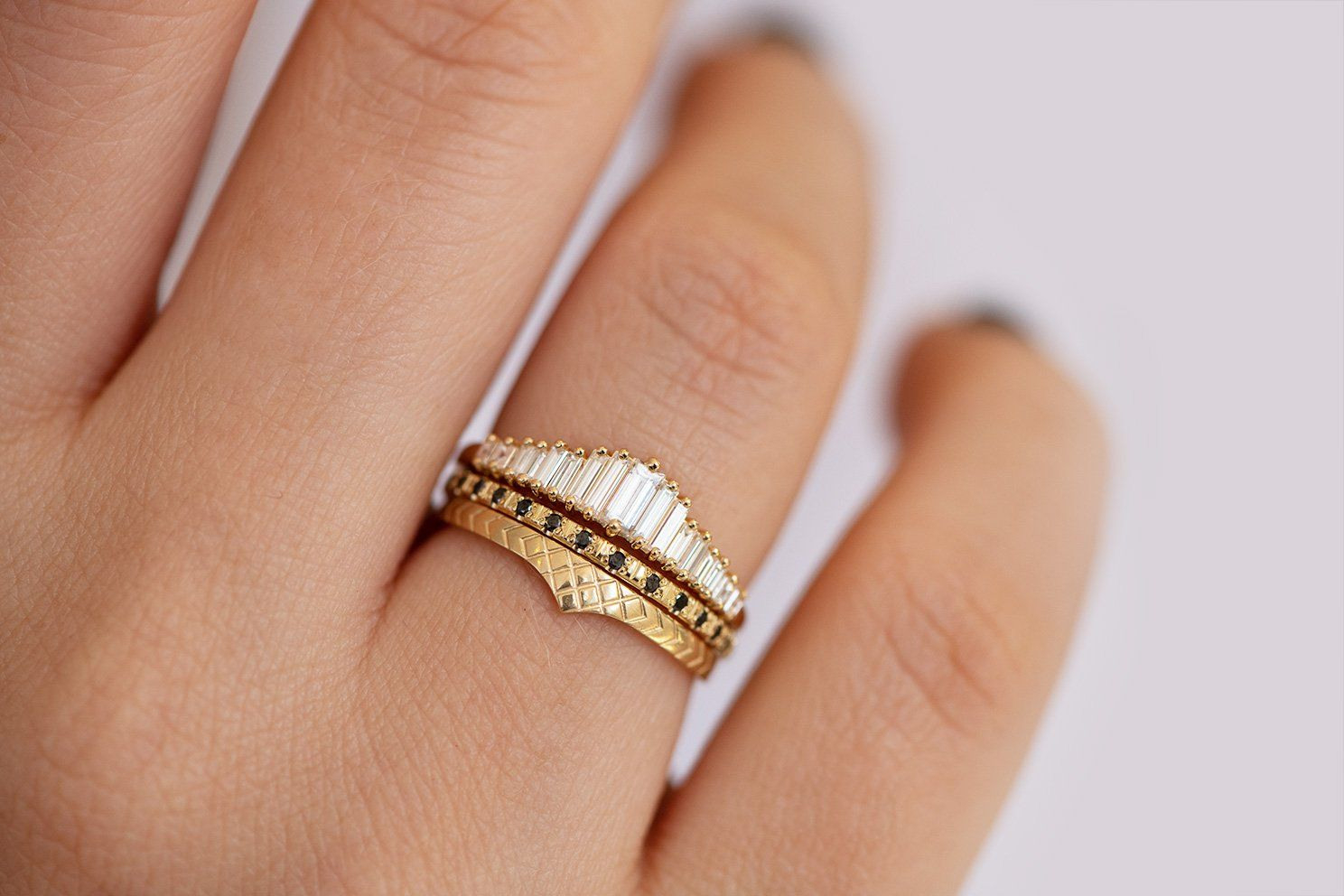 Delicate Wedding Band - Patterned Ring | Antike