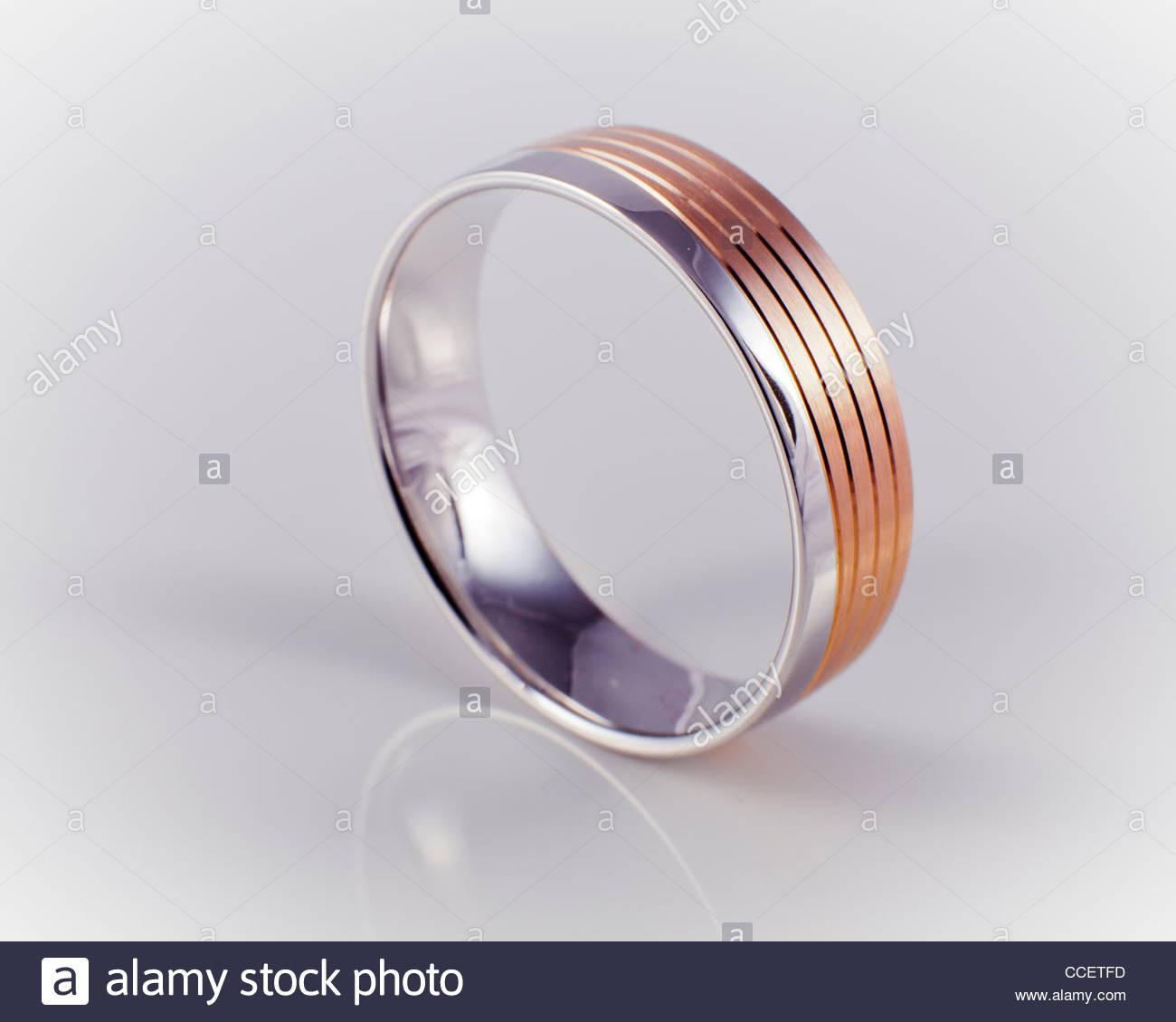 Ehering, Einzeln, Aufrecht Stockfoto, Bild: 42123185 - Alamy