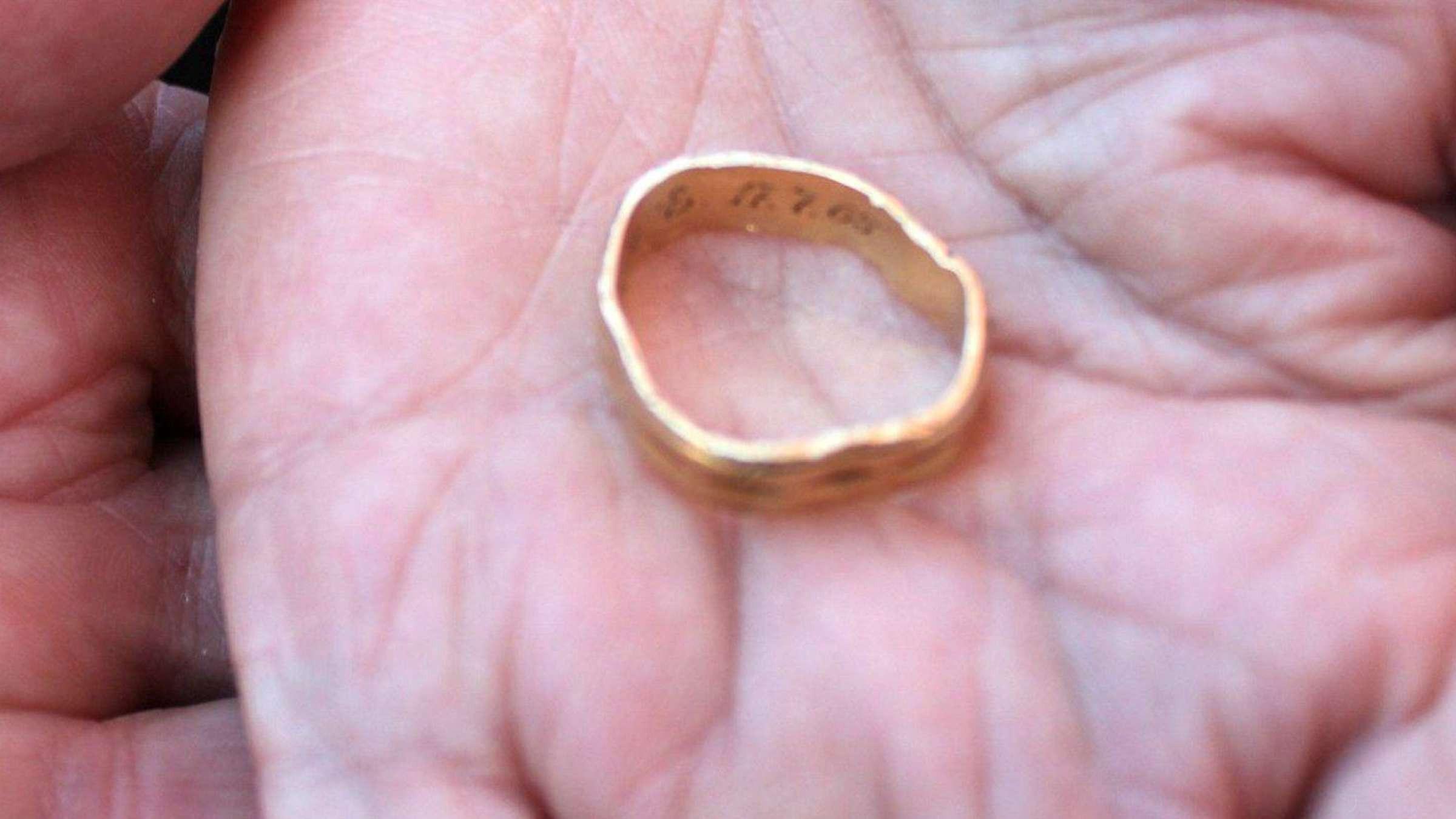 Ehering Ging Vor Goldener Hochzeit Verloren - Wiederentdeckt