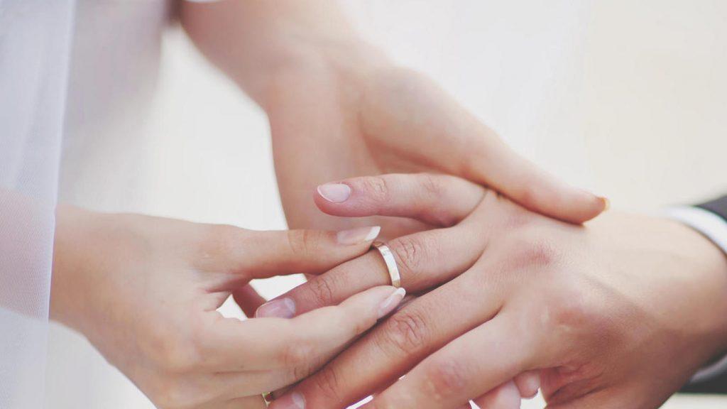 Ehering Rechts Oder Links: Wo Und Wie Trägt Man Ihn