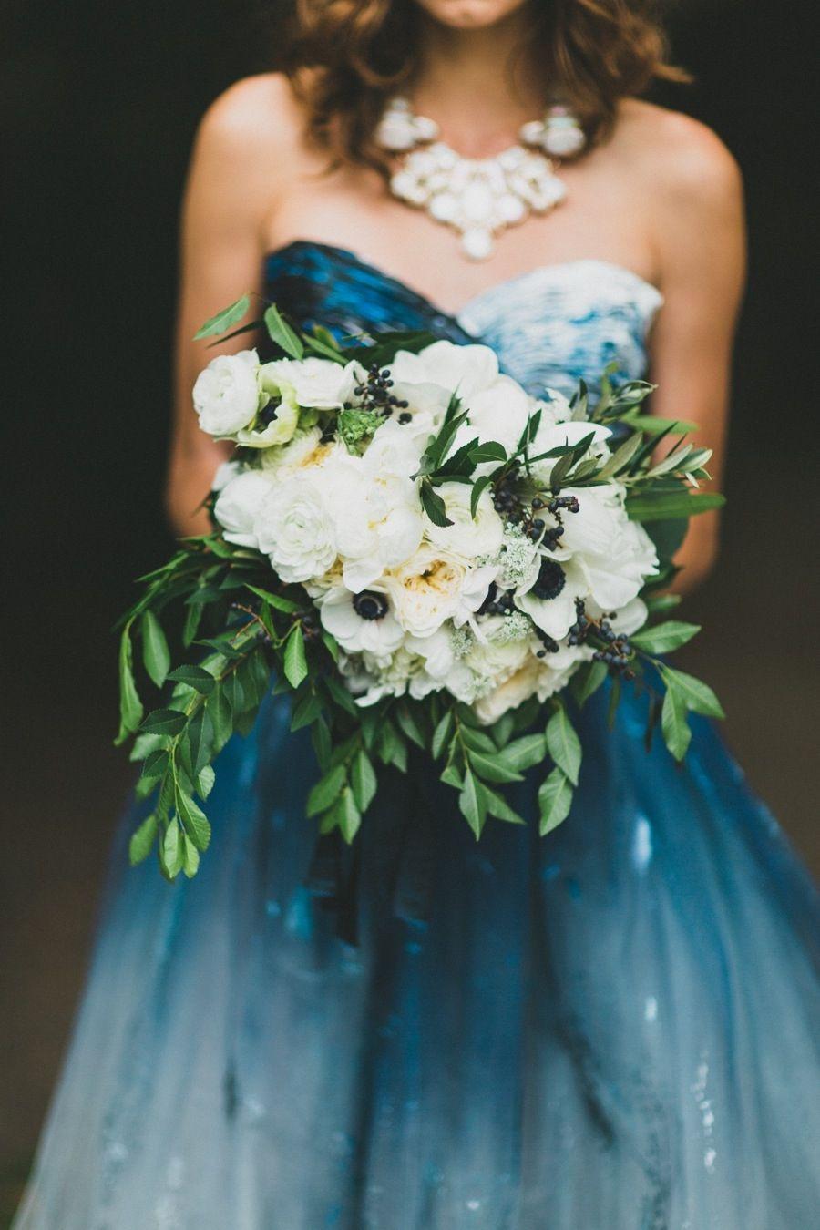 Blaues Kleid, Weißer Strauß, Perfekt | Studio Casterillo