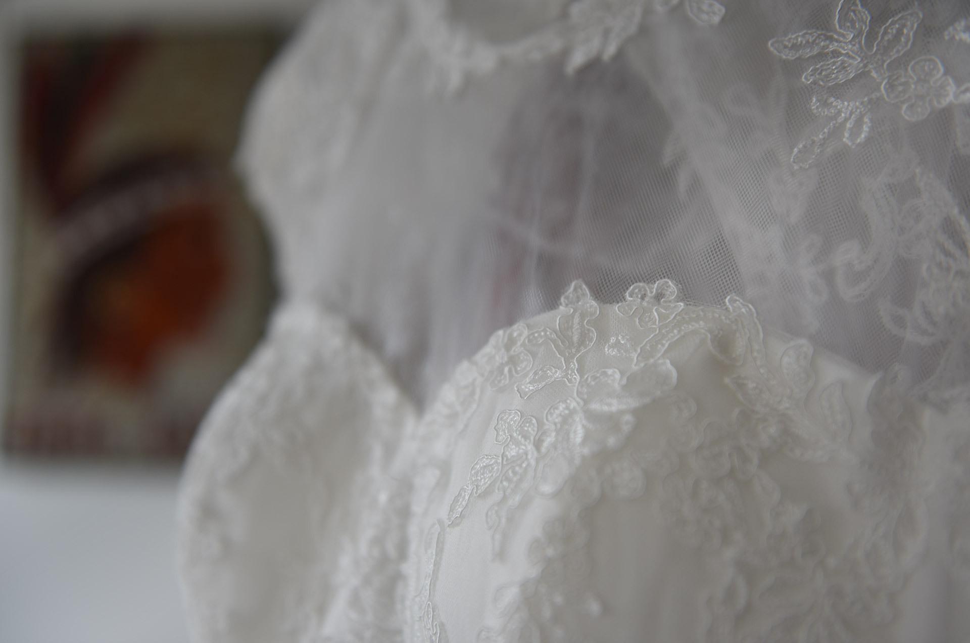 Brautkleid Färben Und Postversand - Färberei Und Reinigung