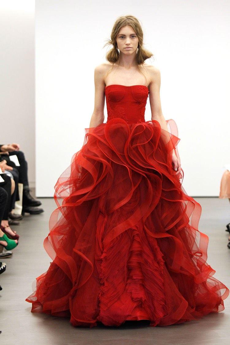 Brautkleid In Rot - Bedeutung Der Farbe Und Tipps Für Mutige