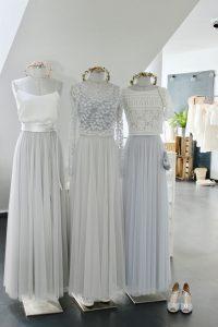 Brautkleider Mit Fliessendem Soft-Tuell In Grau, Silber Und