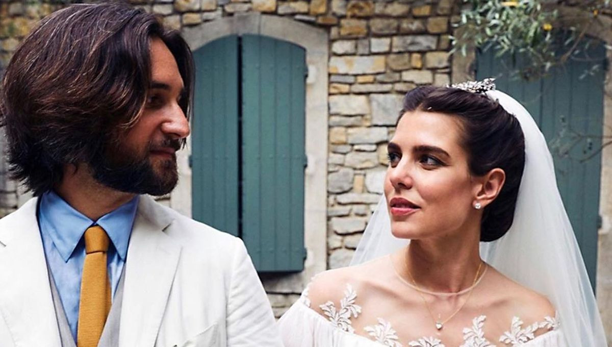 Charlotte Casiraghi - Zarte Spitze & Volants: Traumhaftes Brautkleid Für  Ihre Kirchliche Hochzeit