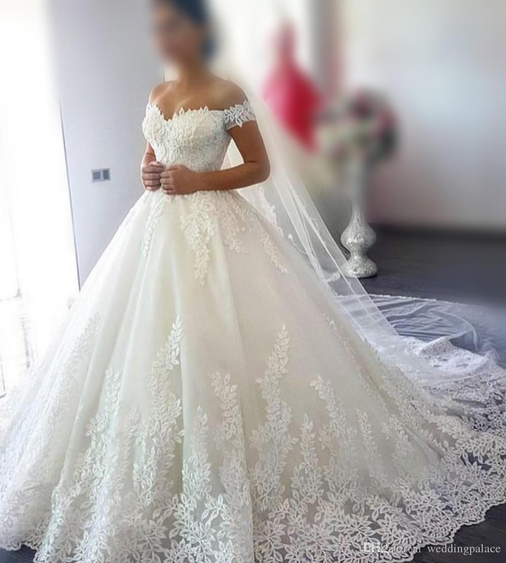 Купить Оптом Новые Милая Шеи Бальное Платье Кружева Свадебные Платья  Аппликации Зашнуровать Назад Тюль Свадебные Платья Принцесса Плюс Размер  Невесты