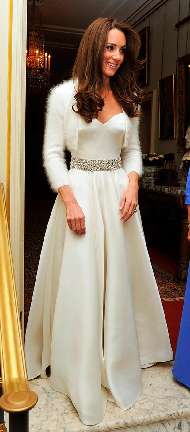 Das 12. Kleid, Das Herzogin Kate Bei Ihrer Hochzeit Trug - Abendkleid Modell