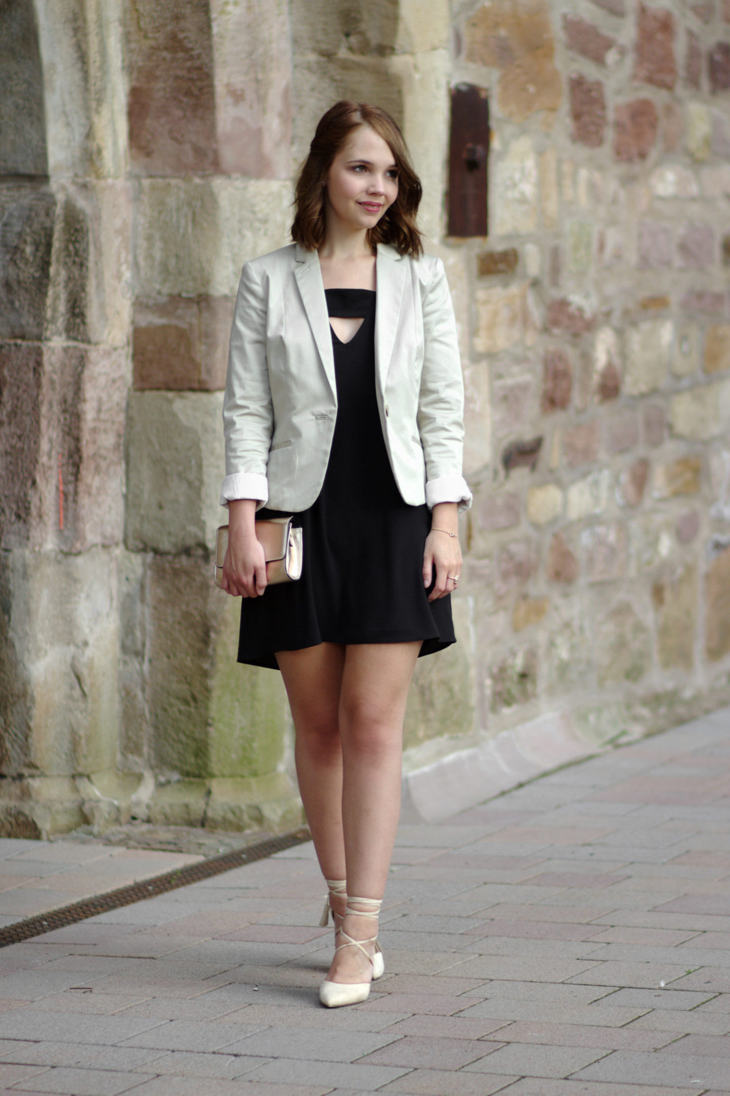 Das-Richtige-Outfit-Für-Eine-Hochzeit-Schwarzes-Kleid-Beiger