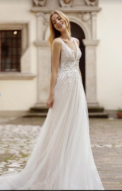 Dieses Unfassbar Schöne Kleid Der Art Design Linie 2020 Von