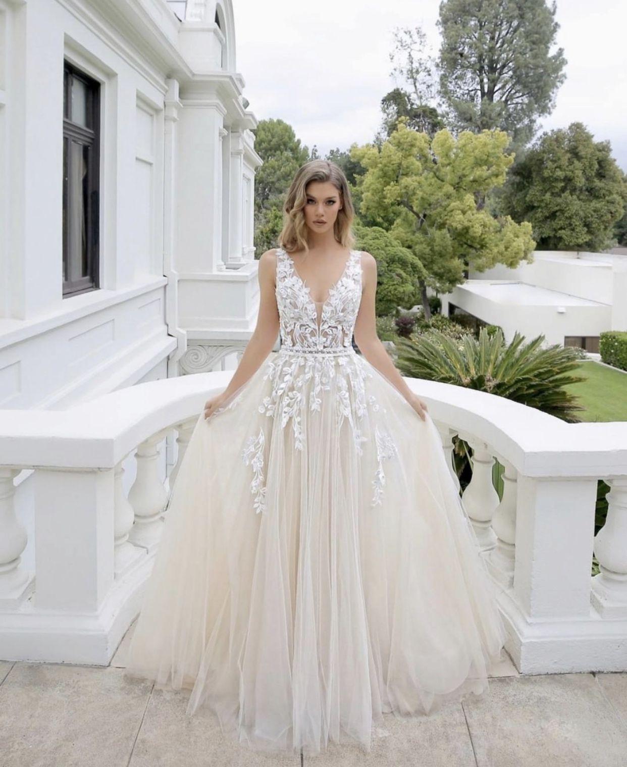 Dieses Unfassbar Tolle Kleid Von Enzoani Könnt Ihr Bei Uns