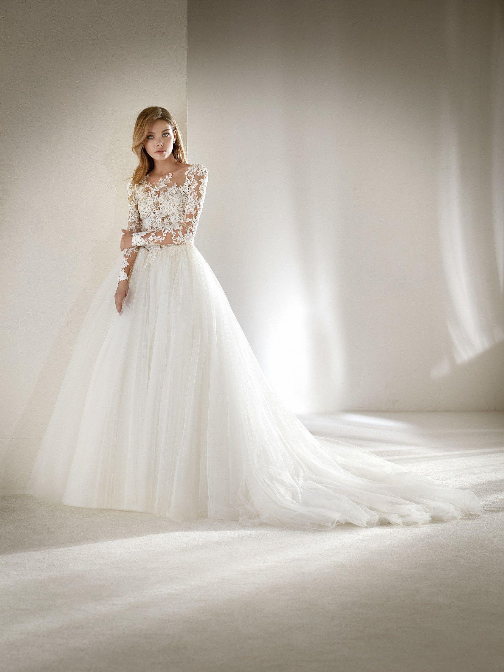 Dopal Petite #pronovias #weddingdress | Zierliche