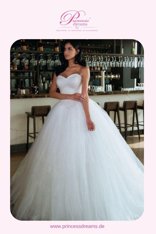 Ein Brautkleid Mit Viel Tüll Und Glitzer Erhältlich Im