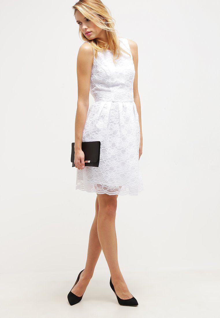 Elegantes Kleid In Traumhaftem Weiß. Swing Cocktailkleid