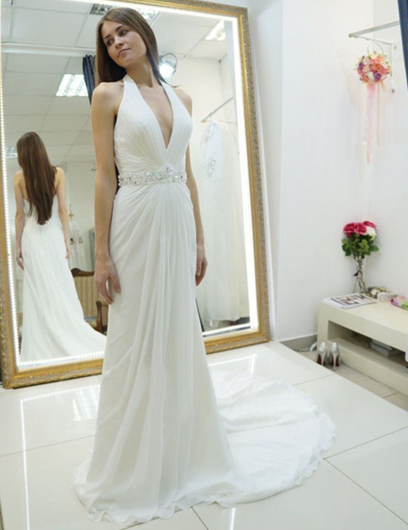 Eng Anliegende Neckholder Rückenfrei Pinsel Schleppe Hochzeitskleid Mit  Strasssteinen Falten