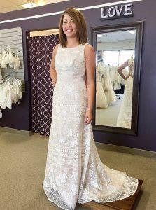 Eng Anliegende Rundhals Pinsel Schleppe Spitze Hochzeitskleid