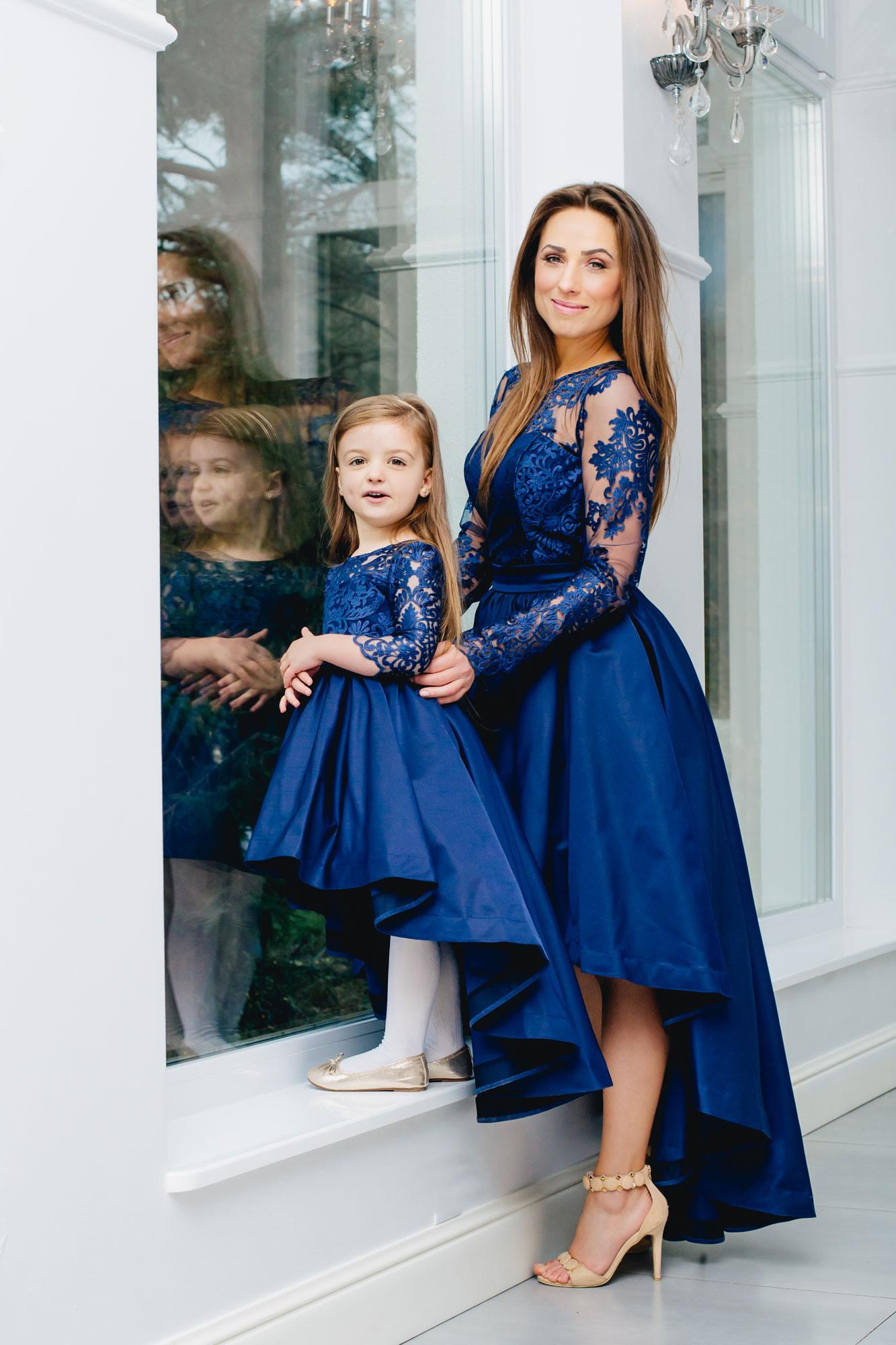 Festliche Mutter Tochter Kleider In Blau Mit Schleppe - Abendkleid