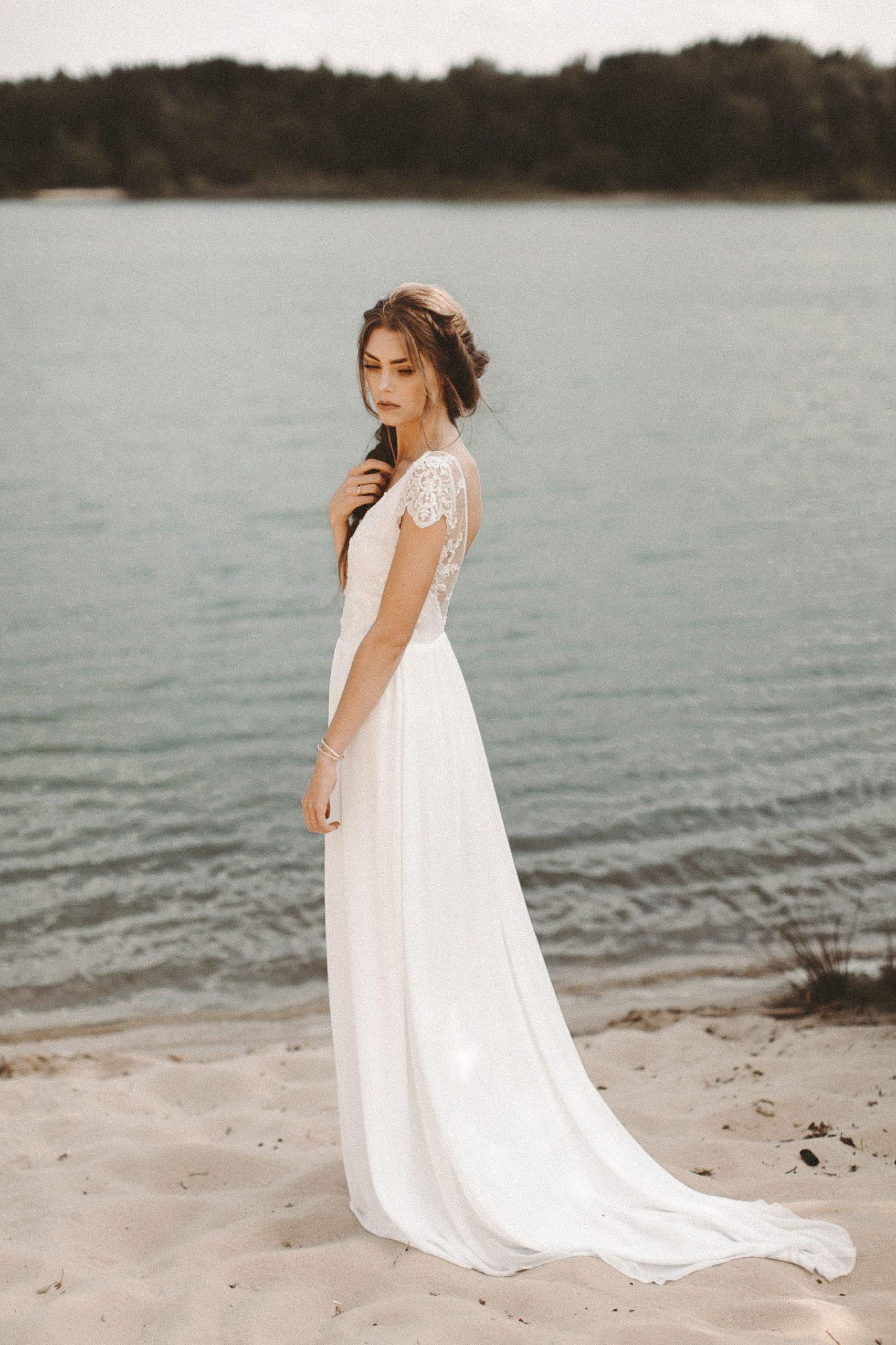 Fließendes Brautkleid Spitze Rückenausschnitt Boho