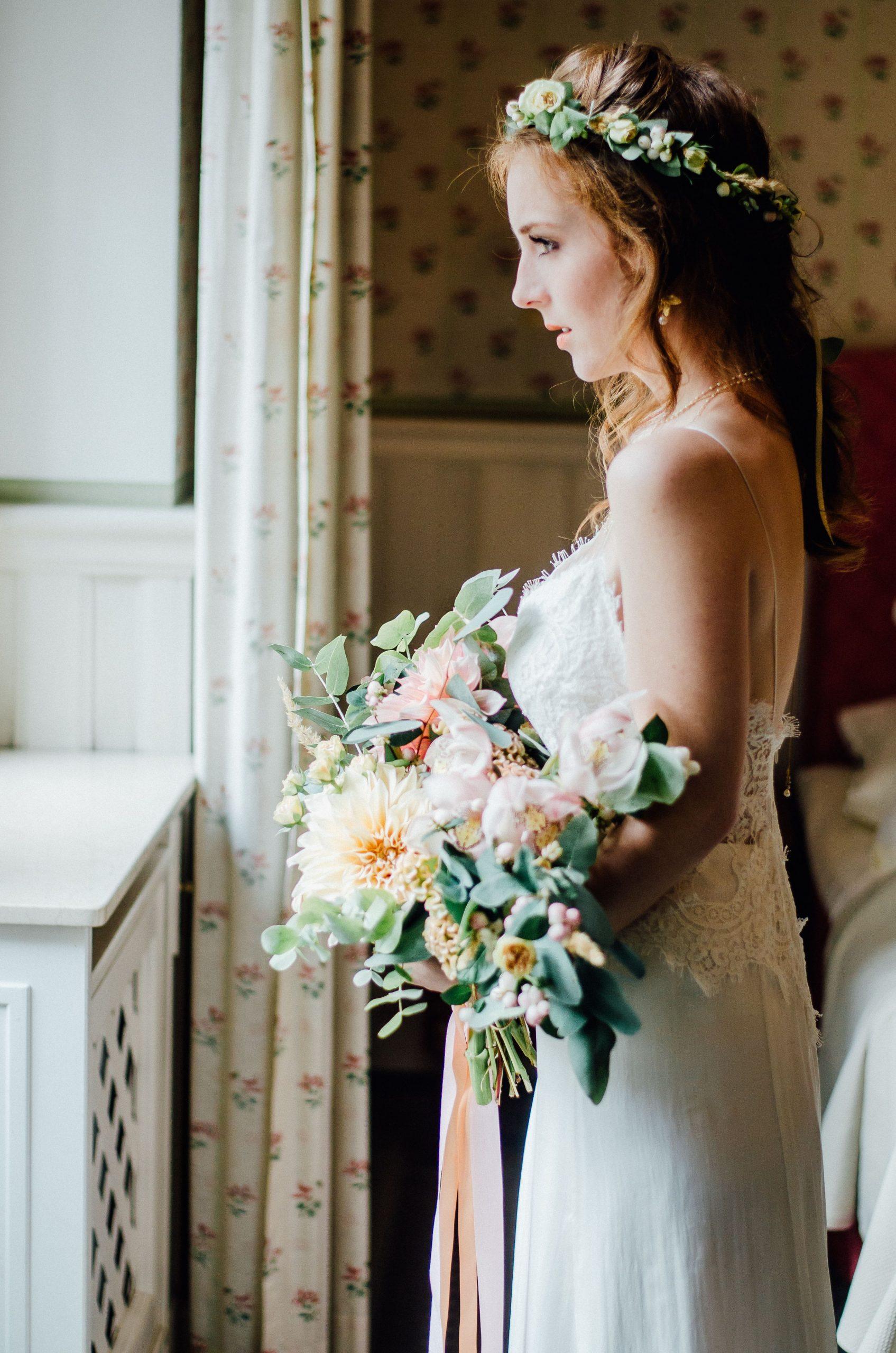 Flowercrown Und Bridal Bouqeut Im Romantischen Boho-Stil