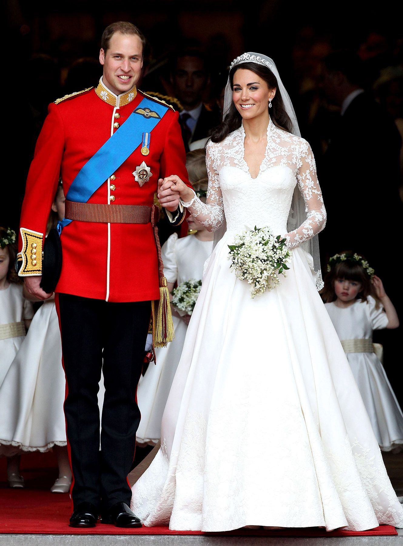 Get Kate Middleton's Wedding Dress Replica For $2,500