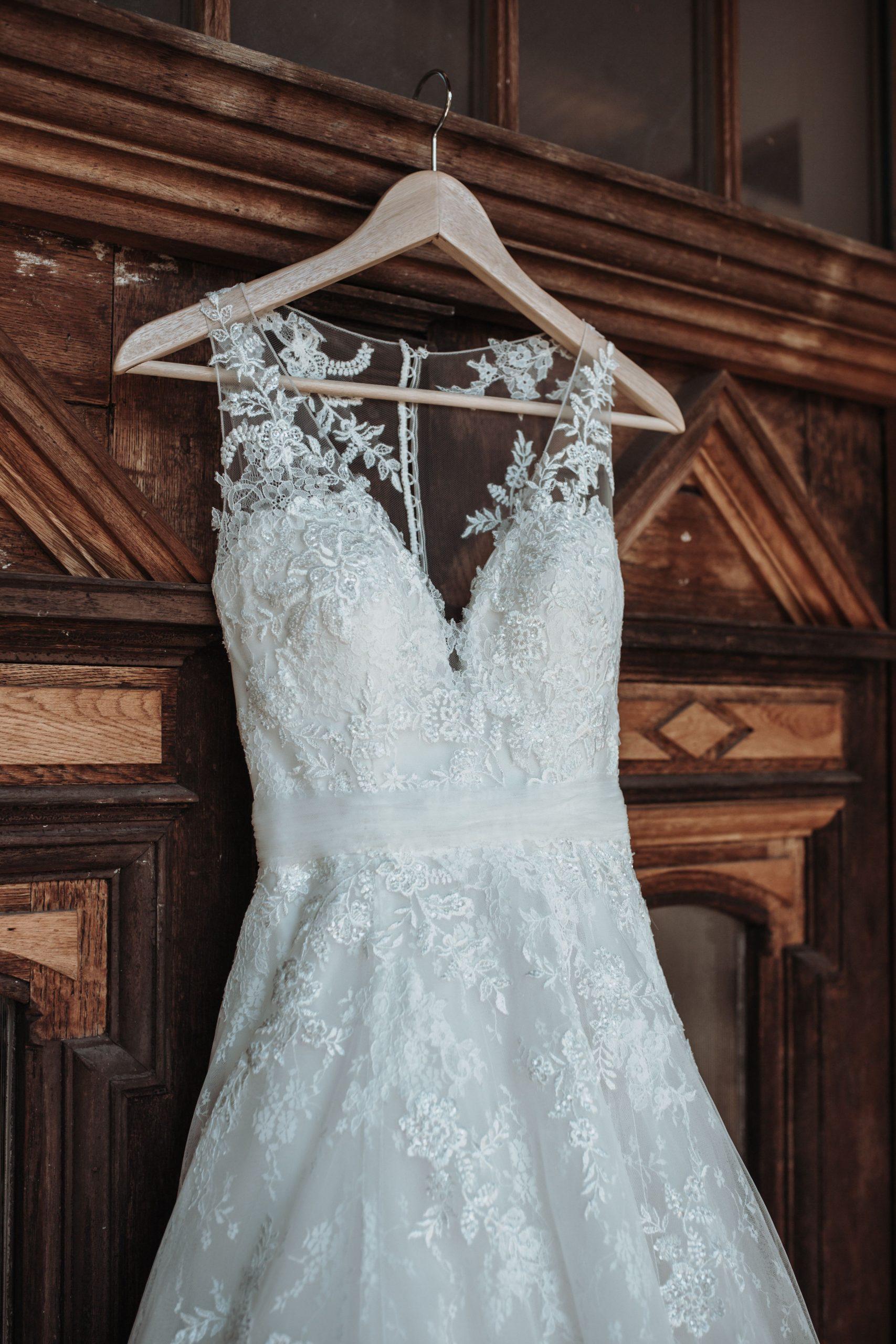 Getting Ready Bride Weddingdress , Braut, Hochzeitskleid