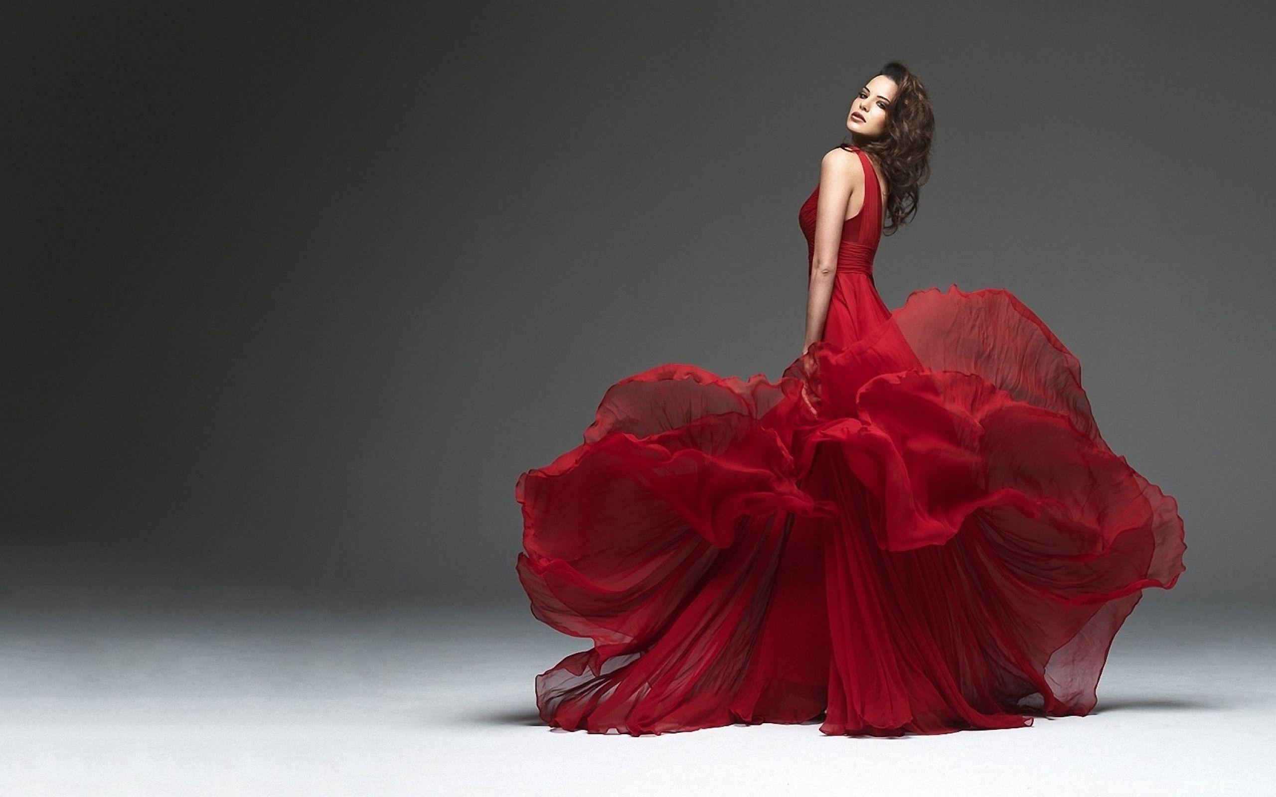 Great Red Dress Wallpaper | Schöne Rote Kleider, Rot Anziehen