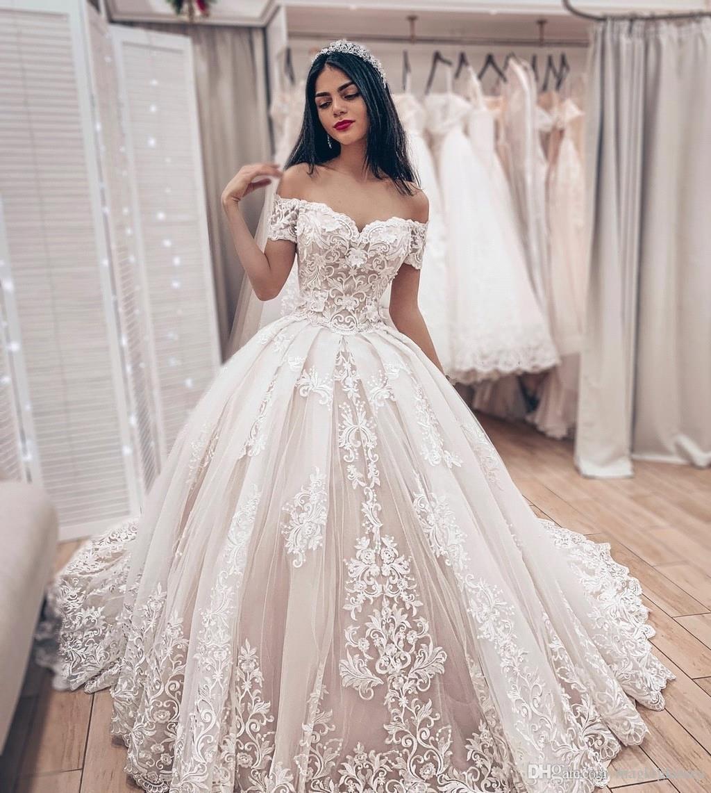 Großhandel 2019 Arabisch Aus Der Schulter Spitze Ballkleid Brautkleider  Tüll Applikationen Geraffte Sweep Zug Braut Brautkleider Robe De Mariée Von
