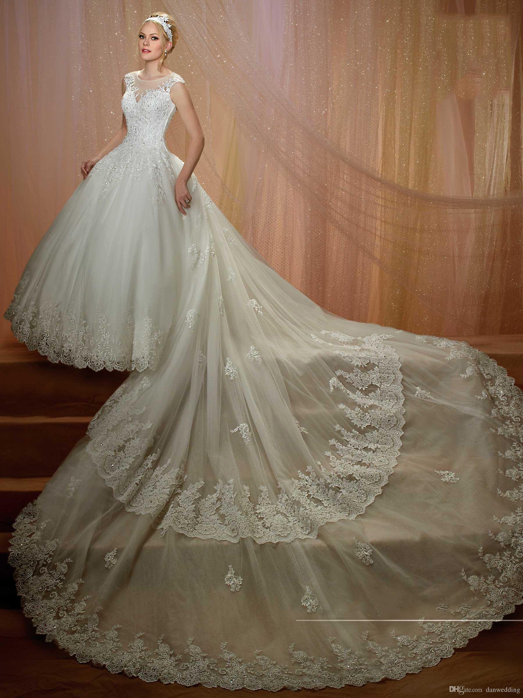 Großhandel Ausgezeichnete Elfenbein Applique Abnehmbare Schwanz Prinzessin  Brautkleider Braut Festzug Kleider Hochzeit Kleidung Kleider