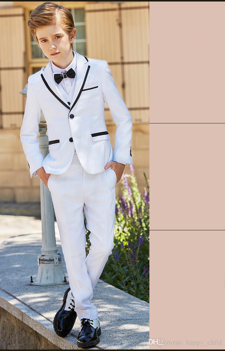 Großhandel Beliebte Weiße Jungen Formale Anlässetuxedos Kerbe Revers Side  Vent Kinder Hochzeit Smoking Kind Anzug Urlaub Kleidung Jacke + Pants + Tie