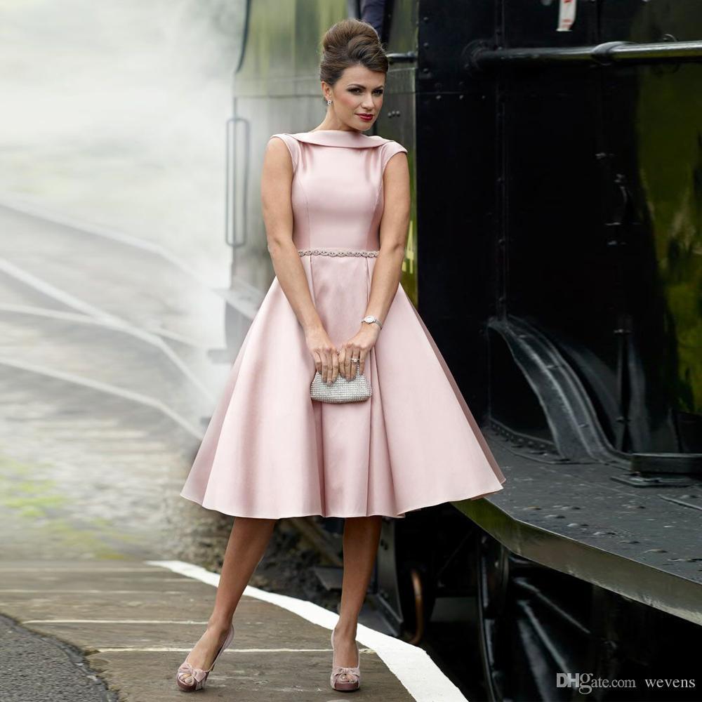 Großhandel Hellrosa Eine Linie Knielange Brautjungfer Kleider Juwel Hals  Crystal Sash Satin Abendkleid Kurze Puffy Hochzeit Gast Rock Von Wevens,