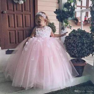 Großhandel Stilvolle Rosa Prinzessin Baby Mädchen Kleider Für Hochzeit  Juwel Hals 3D Blume Kinder Kommunion Kleid Tüll Geschwollene Kind Prom  Röcke