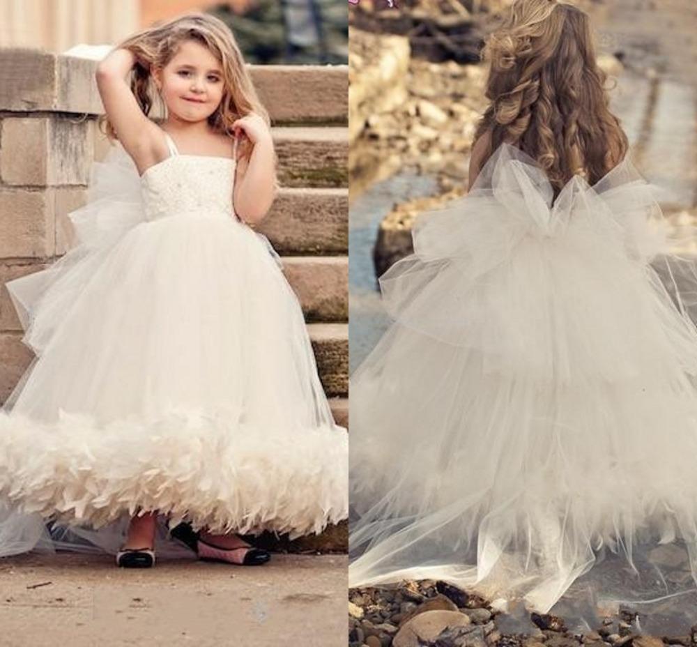 Großhandel Weiß Elfenbein Tüll Blumenmädchen Kleid Für Hochzeit Kinder  Prinzessin Kleid Mädchen Tutu Kleid Hochzeit Nach Maß Federn Mädchen  Hochzeit