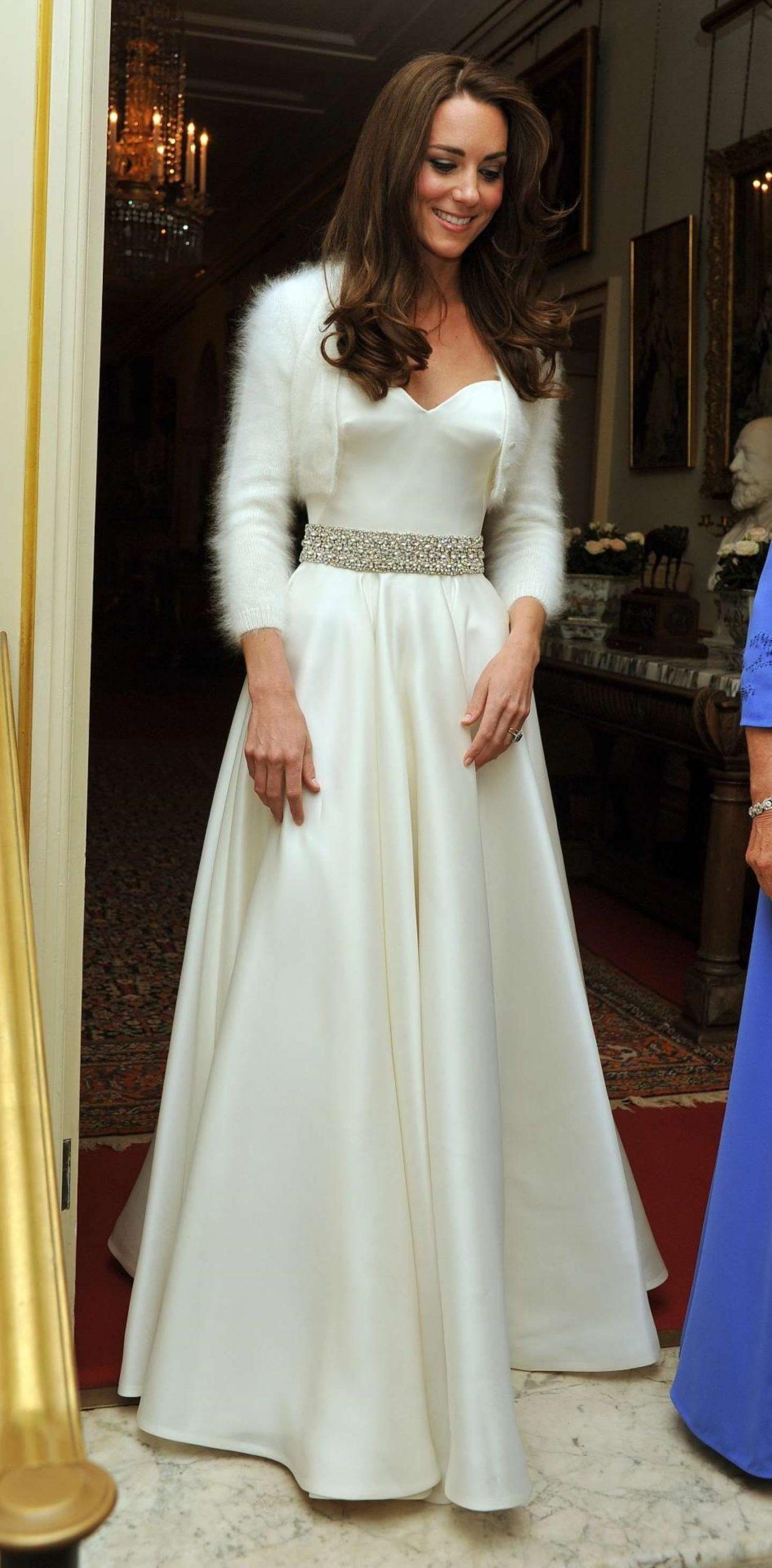 Herzogin Catherine Trug Ein Kleid Von Alexander Mcqueen