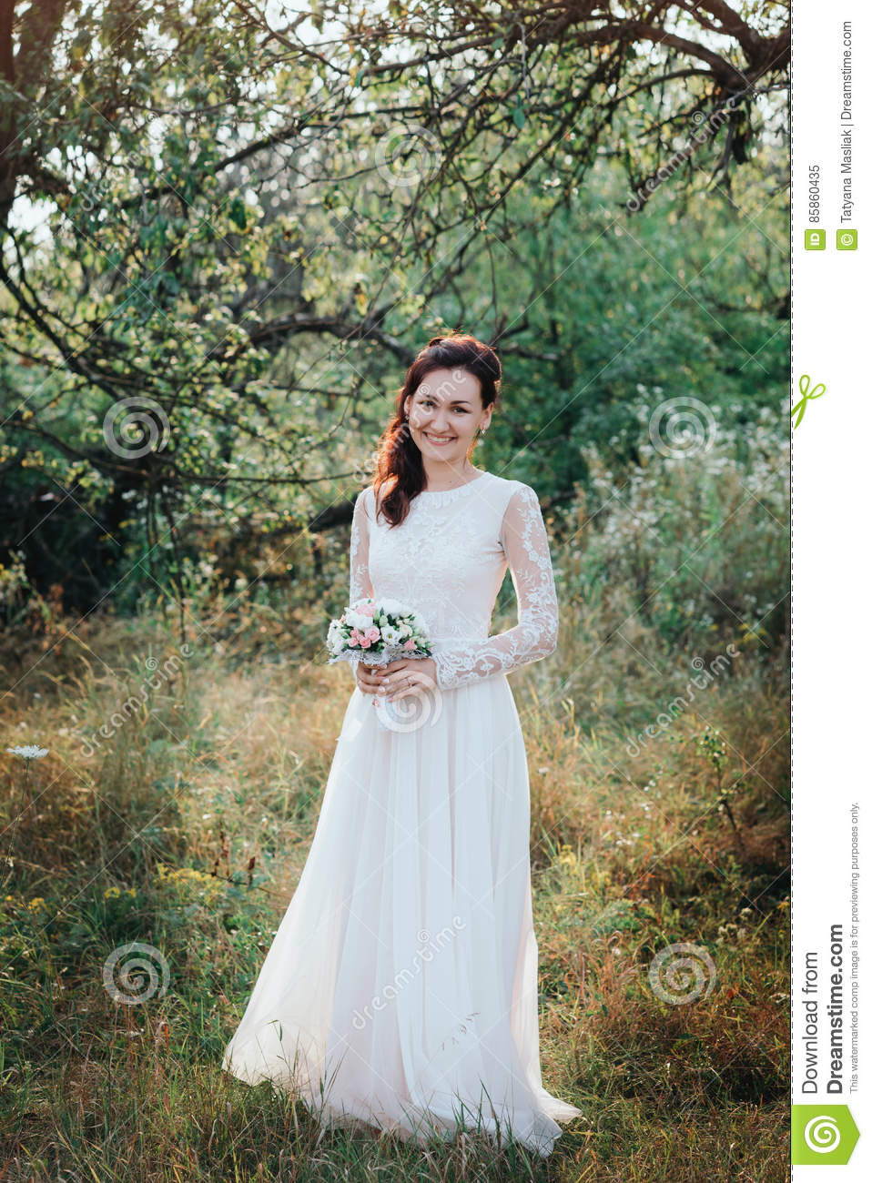 Hochzeit Junge Schöne Braut Mit Der Frisur Und Make-Up, Die
