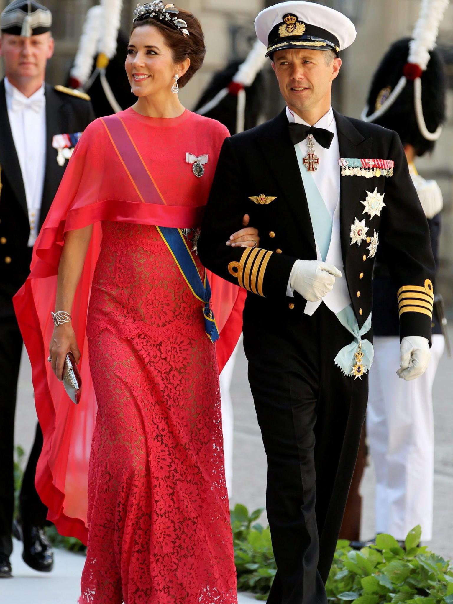 Hochzeit Rotes Kleid Schweden | Victoria Von Schweden