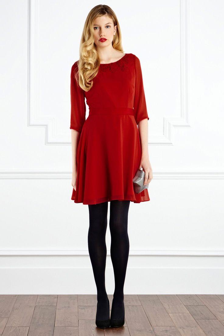 Hochzeitsgast-Rotes Kleid, Rote Lippen Und Alte Hollywood