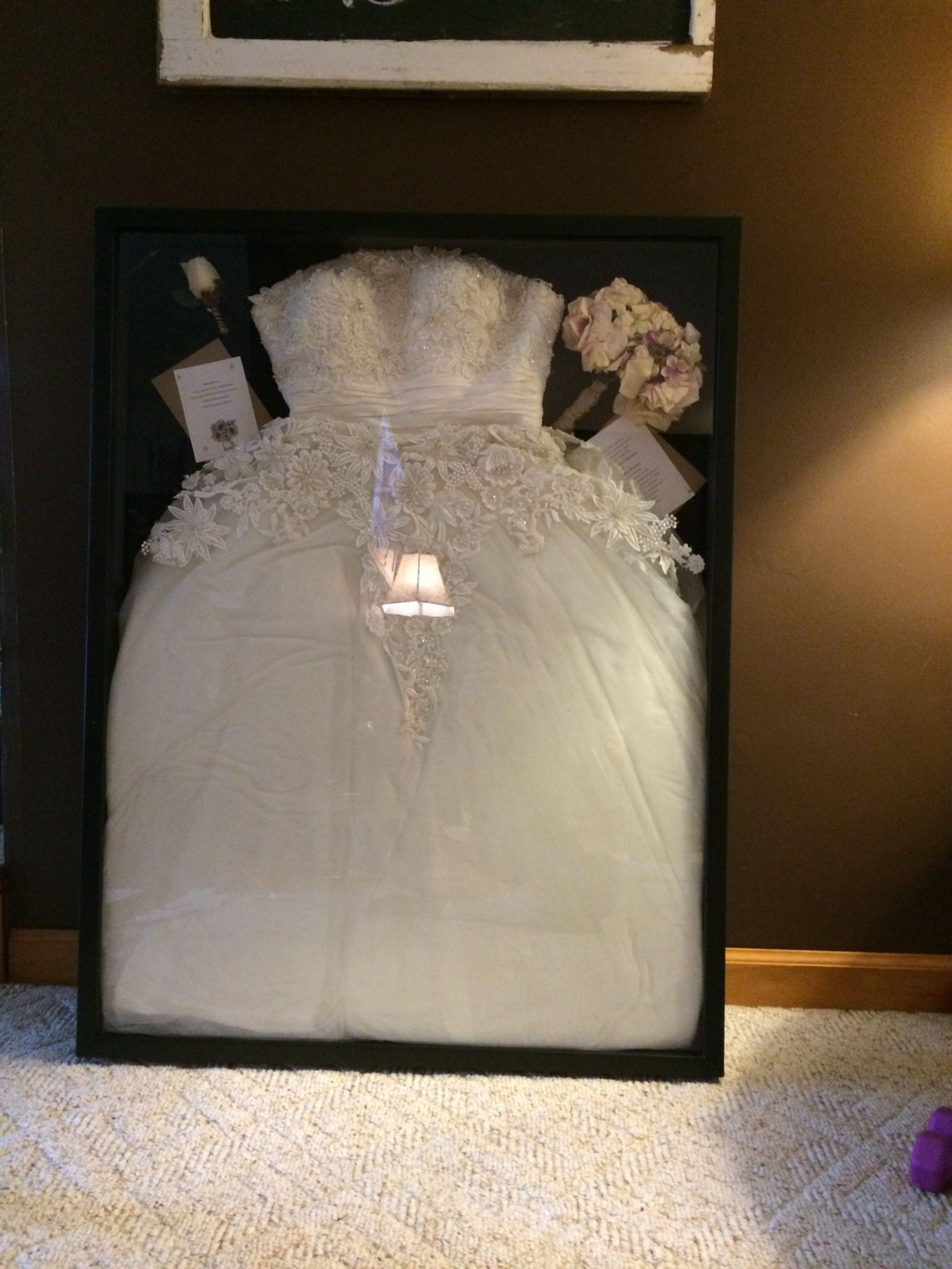 Hochzeitskleid Im Bilder-Rahmen  Besser Als Im Schrank