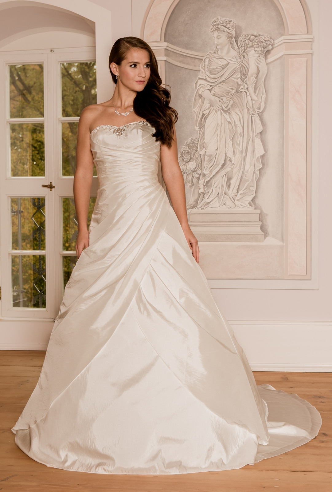 Hochzeitskleid Nadine 204 - Typ: Brautkleid Nadine Zürich