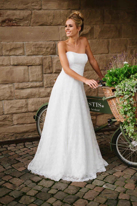 Hochzeitskleid Trägerlos | Brautmode, Hochzeitskleid Und