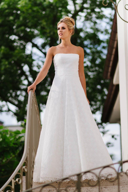 Hochzeitskleid Trägerlos Feminines Corsagenkleid Mit Weitem