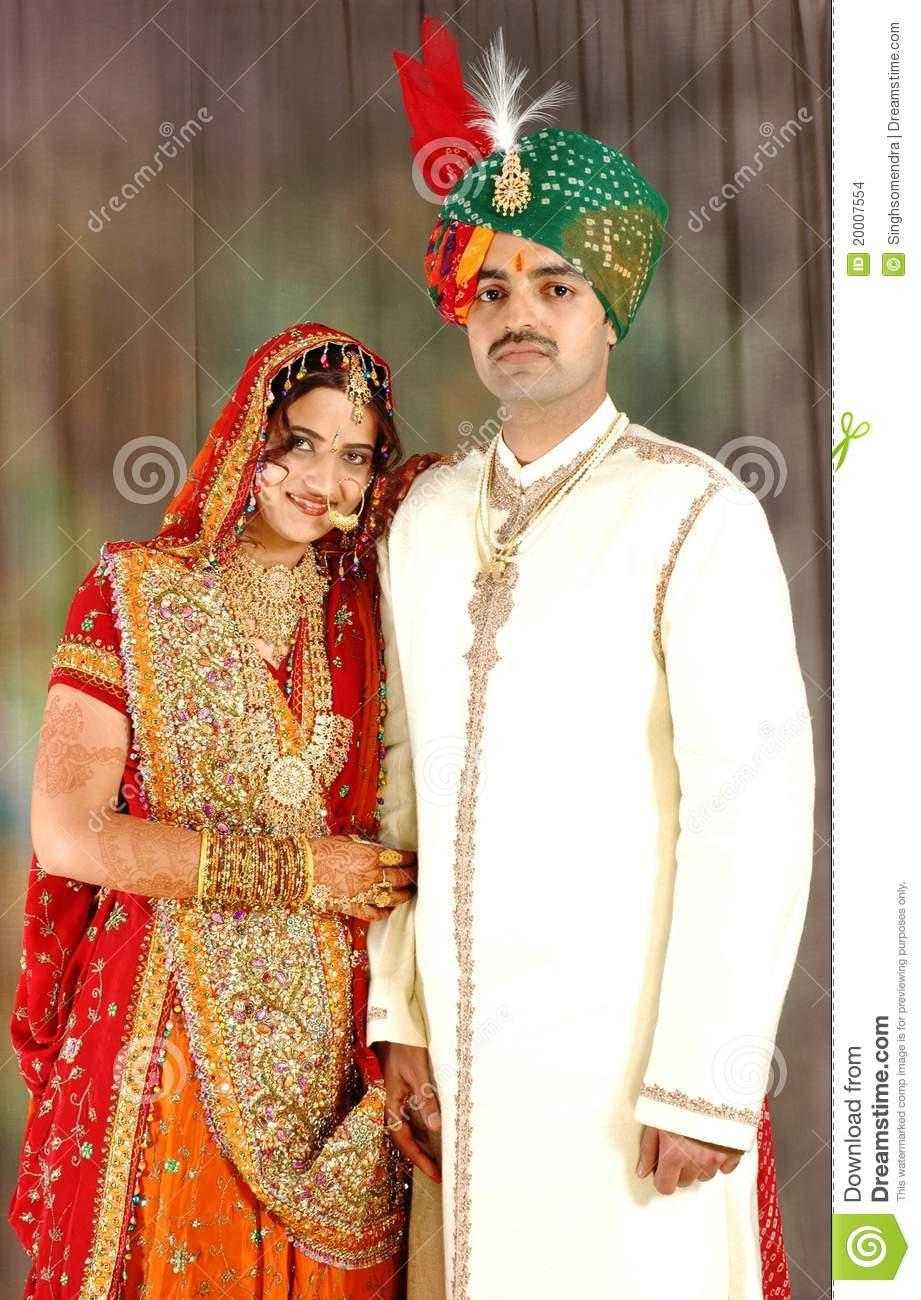 Indische Paare In Der Hochzeitskleidung Stockfoto - Bild Von